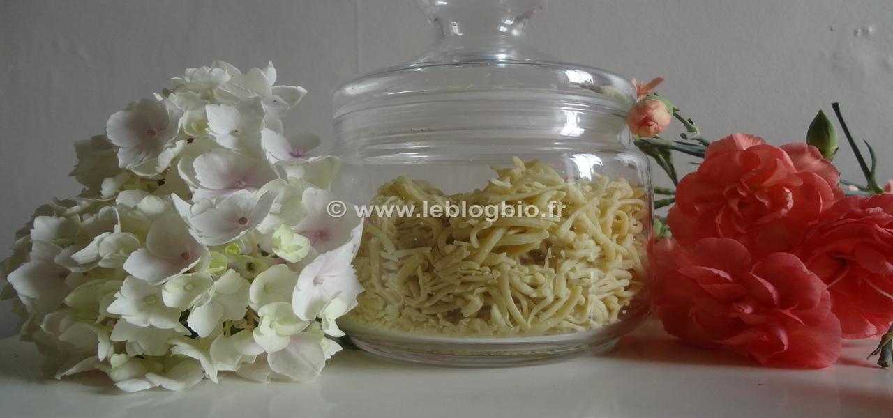 """Ces copeaux de savon naturel """"Comme Avant"""" #zerodechet #lessive #vaisselle #ecolo #savon #bio #savonnerie #commeavant #commeavantbio #tradition #naturel #savonalhuiledolive #DIY #faitmaison"""
