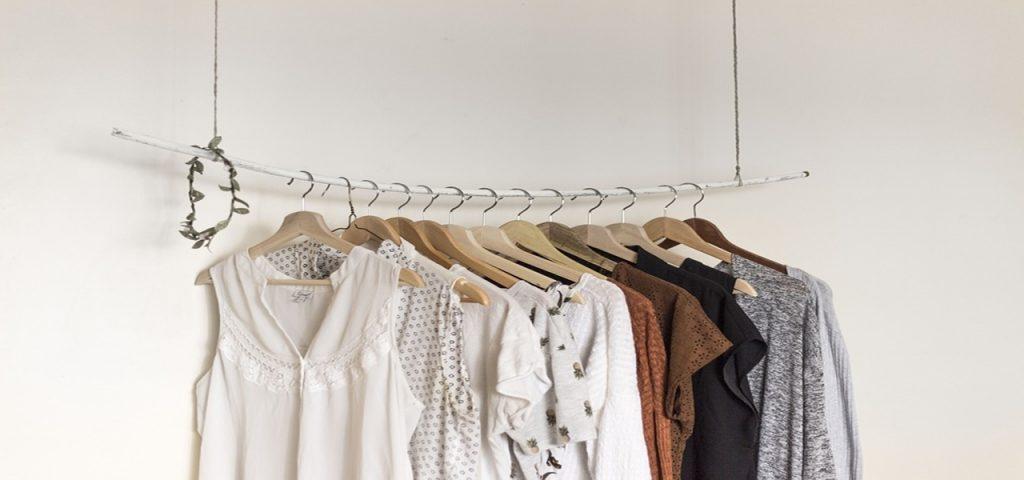 Comment rangez efficacement les vêtements et accessoires de son dressing ? #rangement #minimalist #organisation #tri #désencombrement #dressing