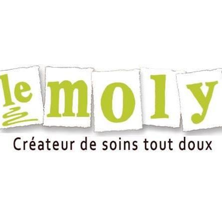 """Depuis les Pyrénées, la fondatrice de Le Moly a mis tout son cœur pour nous créer des savons vegans, très doux pour la peau et qui ne fondent pas vite. Ce qui a surtout piqué ma curiosité, c'est son déodorant dépourvu de bicarbonate de soude. Les peaux sensibles devraient l'adorer et le mariage de bergamote et thé vert semble prometteur. Comme l'indique sa fondatrice, """"Le Moly signifie plante magique qui a le don de rendre l'Homme plus humain et sage."""""""
